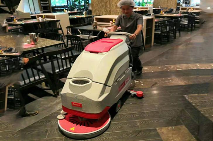 西宁扫地车饭店使用案例