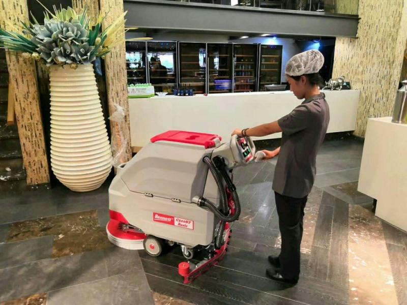 酒店洗地机交机展示