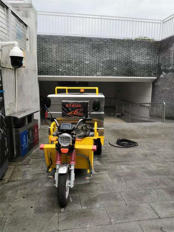 西宁人民公园高压清洗机交机展示现场